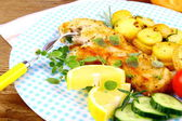 Fried rosemary potatoes and fish fillet with vegetables — Stock Photo