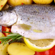 Marinated whole trout with red pepper, potato and lemon — Stock Photo