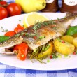 Grilled trout with potato, red pepper and lemon — Stock Photo