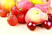 Platt peach, cherries, strawberries, lemon and mango — Stock Photo