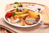 Chicken fillet with rosemary potatoes an mushroom — Stock Photo
