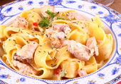 Piece of salmon fillet with tagliatelle, cream sauce — Stock Photo