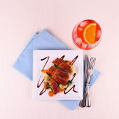 Roasted duck breast, vegetables, orange aperitif — Stock Photo
