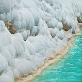Carbonate travertines with blue water - unique nature wonder in Pamukkale, Turkey — Stock Photo
