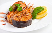 Crispy grilled salmon steak with lemon and basil — Stock Photo