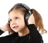 Malá holčička se sluchátky — Stock fotografie