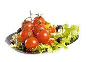 Gezonde vegetarische salade geïsoleerd op wit — Foto de Stock