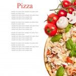 pizza vegetariana com pimentas, cogumelos, tomate, azeitonas e b — Foto Stock