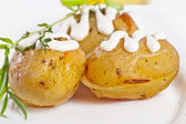Baked potato with sour cream sauce, selective focus — Stock Photo