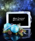 Tablet pc com decoração de natal em preto — Foto Stock