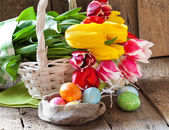 Tulip flowers and Easter eggs — Stock Photo