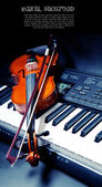 Violin and piano keys — ストック写真