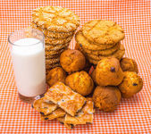 Delicious tasty cookies with glass of milk — Stock Photo