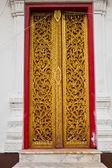 Laithai craved on the temple door. — Stock Photo