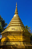 Golden pagoda with blue sky. — Stock Photo