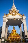 Zlatá socha buddhy v pagoda — Stock fotografie