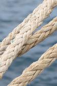 Uma corda naval em um cais — Fotografia Stock