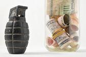 Pengar för krig koncept — Stockfoto