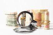 Suç kavramı para vergi ve kelepçe — Stok fotoğraf