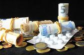 Pills And Money — Стоковое фото