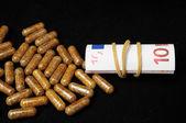 Piller och pengar — Stockfoto