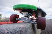 Винтажный стиль Черный longboard скейтборд — Стоковое фото