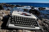 Vintage schwarz und weiß-Reise-Schreibmaschine — Stockfoto