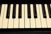 Клавиатура фортепиано крупным планом — Стоковое фото