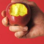 pokousaný červené jablko — Stock fotografie