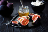 Figs, Honey and Ricotta — Stock Photo