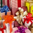 Many colorful gift boxes with ribbon bows - 图库照片