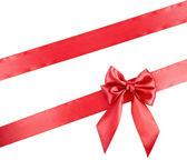Nastro rosso vacanza con fiocco isolato su sfondo bianco — Foto Stock