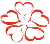 Cinta roja en la forma de un corazón de flores sobre un fondo blanco — Foto de Stock