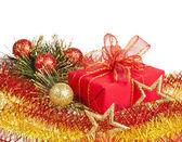 рождественская подарочная коробка на белом фоне — Стоковое фото
