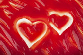 Tomato ketchup saus textuur met harten achtergrond — Stockfoto