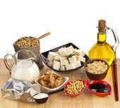 Sója a sójové výrobky, které jsou izolované na bílém — Stock fotografie