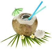 Bebida de coco com um canudo isolado no fundo branco — Foto Stock