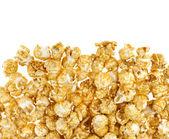 Popcorn mit Karamell isoliert auf weiss — Stockfoto
