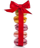 Tower stack of macaroons cookies with red ribbon bow isolation on a white background — Stock Photo