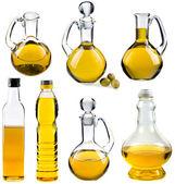 Olivlundar och solrosfält oljan i flaskor och karaffer isolerad på vit bakgrund — Stockfoto