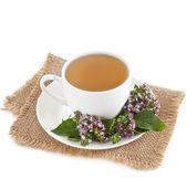 Kruiden thee met verse geurige kruiden geïsoleerd op witte achtergrond — Stockfoto