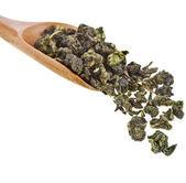 Grönt te bollar oolong i trä sked isolerad på vit — Stockfoto