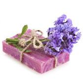 Natuurlijke handgemaakte zeep met bloemen lavendel — Stockfoto