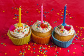 Birthday cupcakes with colorful sprinkles on red background — Foto de Stock