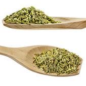 Kummin utsäde kryddor på träskedar isolerad på en vit bakgrund — Stockfoto