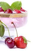 デザート イチゴとサクランボ — ストック写真