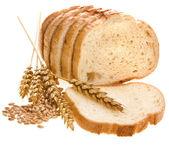 Pan pan y trigo orejas aisladas en blanco — Foto de Stock