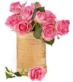 Beautiful bouquet pink roses in a wooden vase — Stock Photo