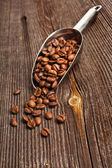 Background with coffee beans and scoop — Stock Photo
