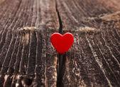 Symbol lásky je v nesnázích, bezva texturu dřeva, valentýn karty koncept — Stock fotografie